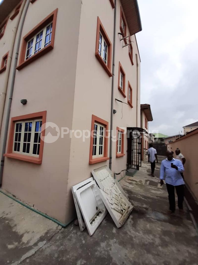 3 bedroom Flat / Apartment for rent surulere  Adelabu Surulere Lagos - 7