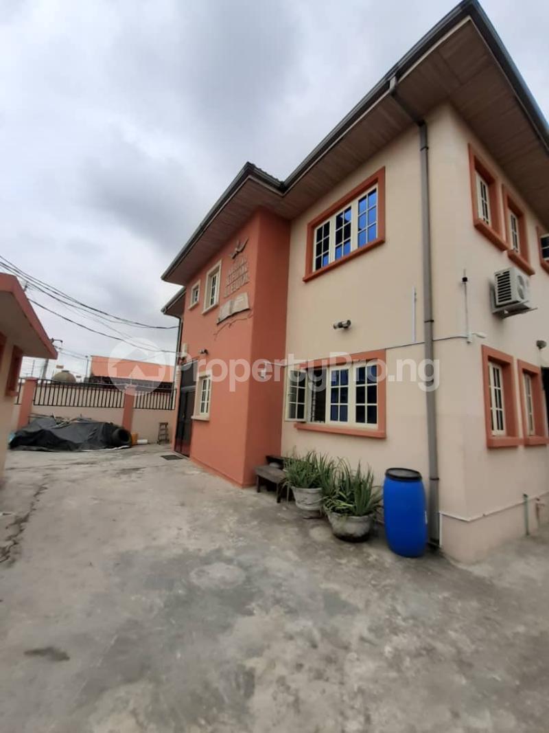 3 bedroom Flat / Apartment for rent surulere  Adelabu Surulere Lagos - 0
