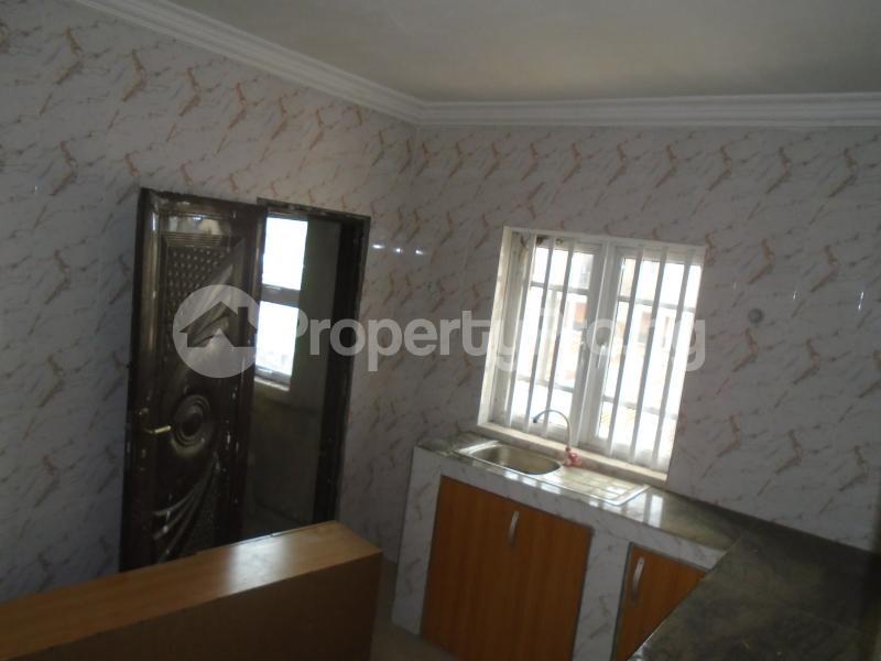 3 bedroom Blocks of Flats House for rent secure close at mangoro Mangoro Ikeja Lagos - 6