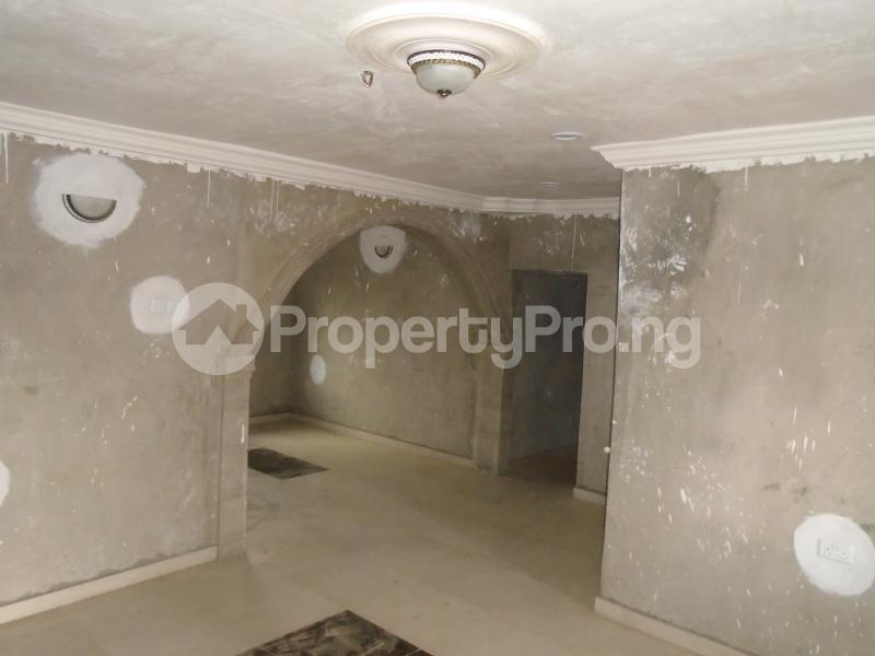 3 bedroom Blocks of Flats House for rent secure close at mangoro Mangoro Ikeja Lagos - 8
