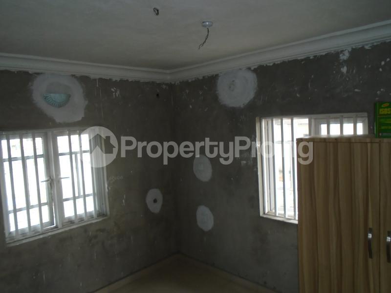 3 bedroom Blocks of Flats House for rent secure close at mangoro Mangoro Ikeja Lagos - 14