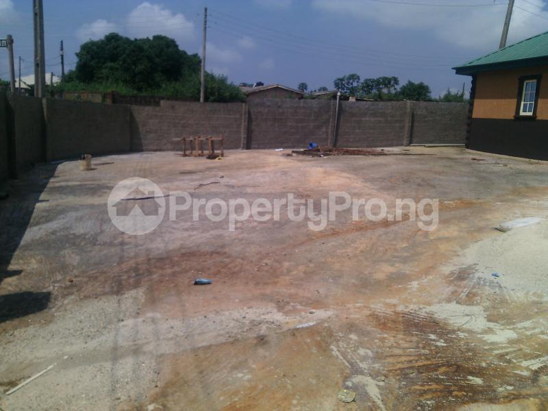 5 bedroom Detached Bungalow House for sale ERUWE LEADWAY JUNCTION Ikorodu Ikorodu Lagos - 1