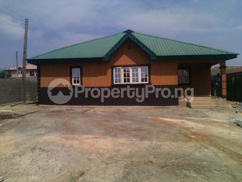 5 bedroom Detached Bungalow House for sale ERUWE LEADWAY JUNCTION Ikorodu Ikorodu Lagos - 0