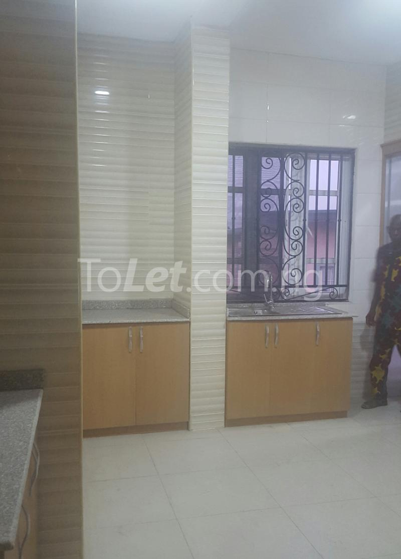 3 bedroom Flat / Apartment for rent Surulere Lagos Ojuelegba Surulere Lagos - 10