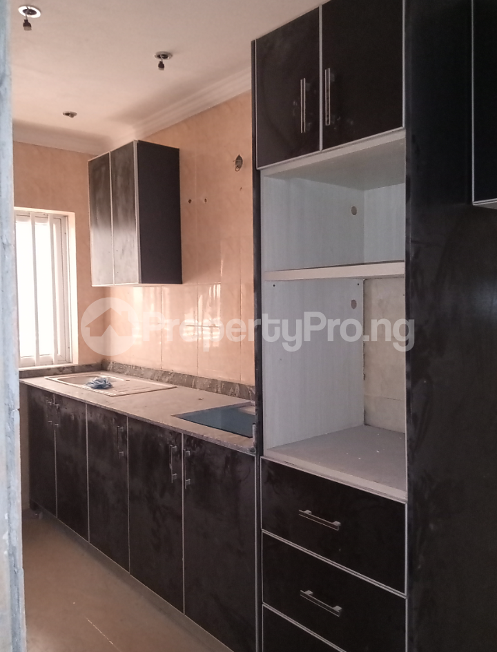 3 bedroom Flat / Apartment for rent - Alagomeji Yaba Lagos - 4