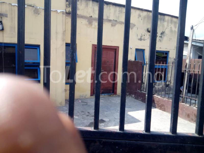 3 bedroom Flat / Apartment for rent Olukole Ogunlana Surulere Lagos - 0