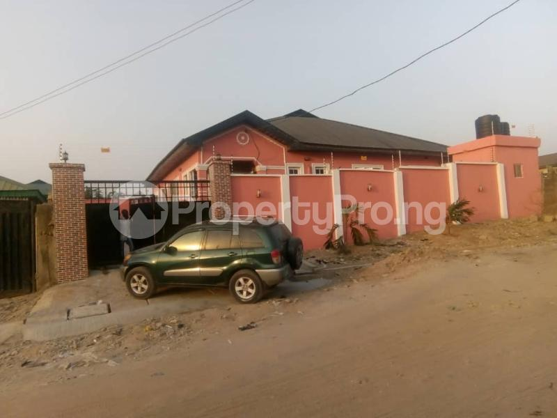 4 bedroom Detached Bungalow House for sale ALONG IGODO ROAD  Magboro Obafemi Owode Ogun - 0
