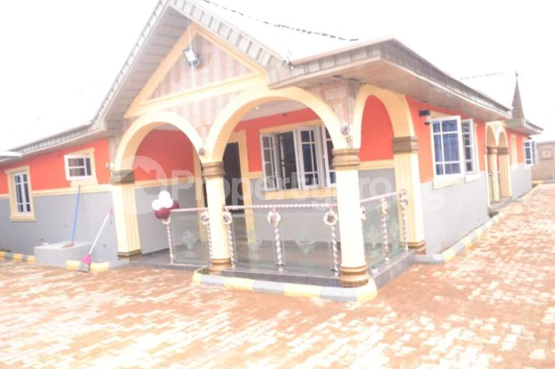 5 bedroom Detached Bungalow House for sale OBALOGUN STREET BEHIND NAVY SCHOOL, IFE  Ife Central Osun - 12