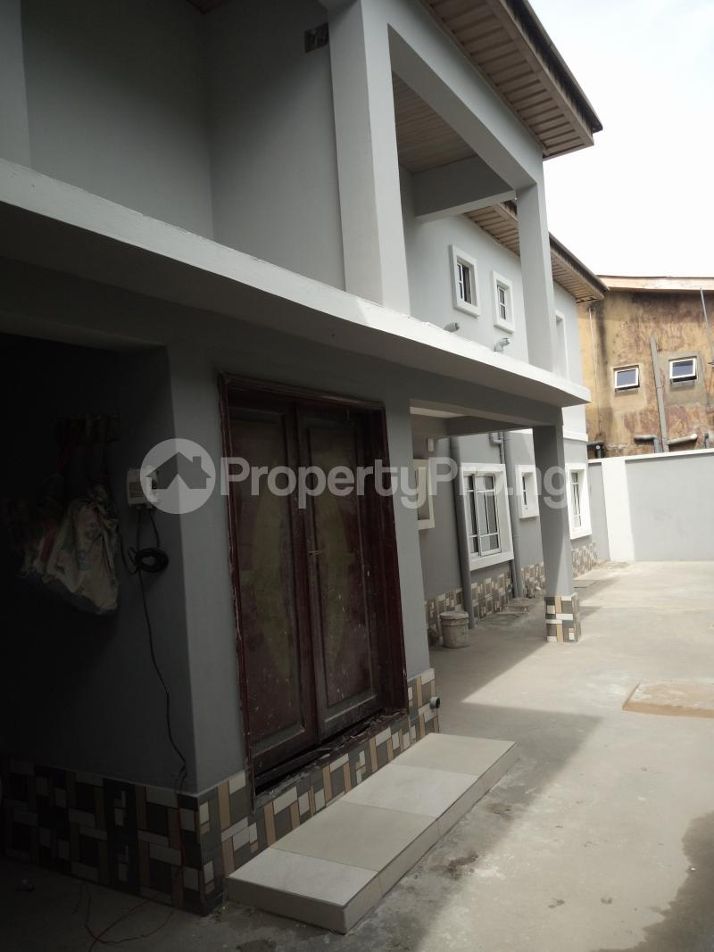 2 bedroom Flat / Apartment for rent off Cole street, by Olufemi off Ogunlauna Drive Ogunlana Surulere Lagos - 3