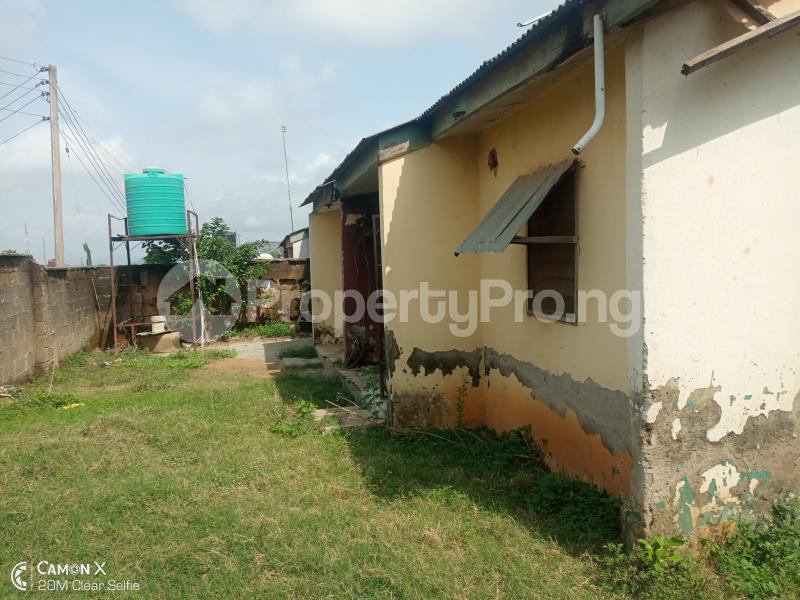2 bedroom Semi Detached Bungalow House for sale NIA quarters FHA lugbe Lugbe Abuja - 6