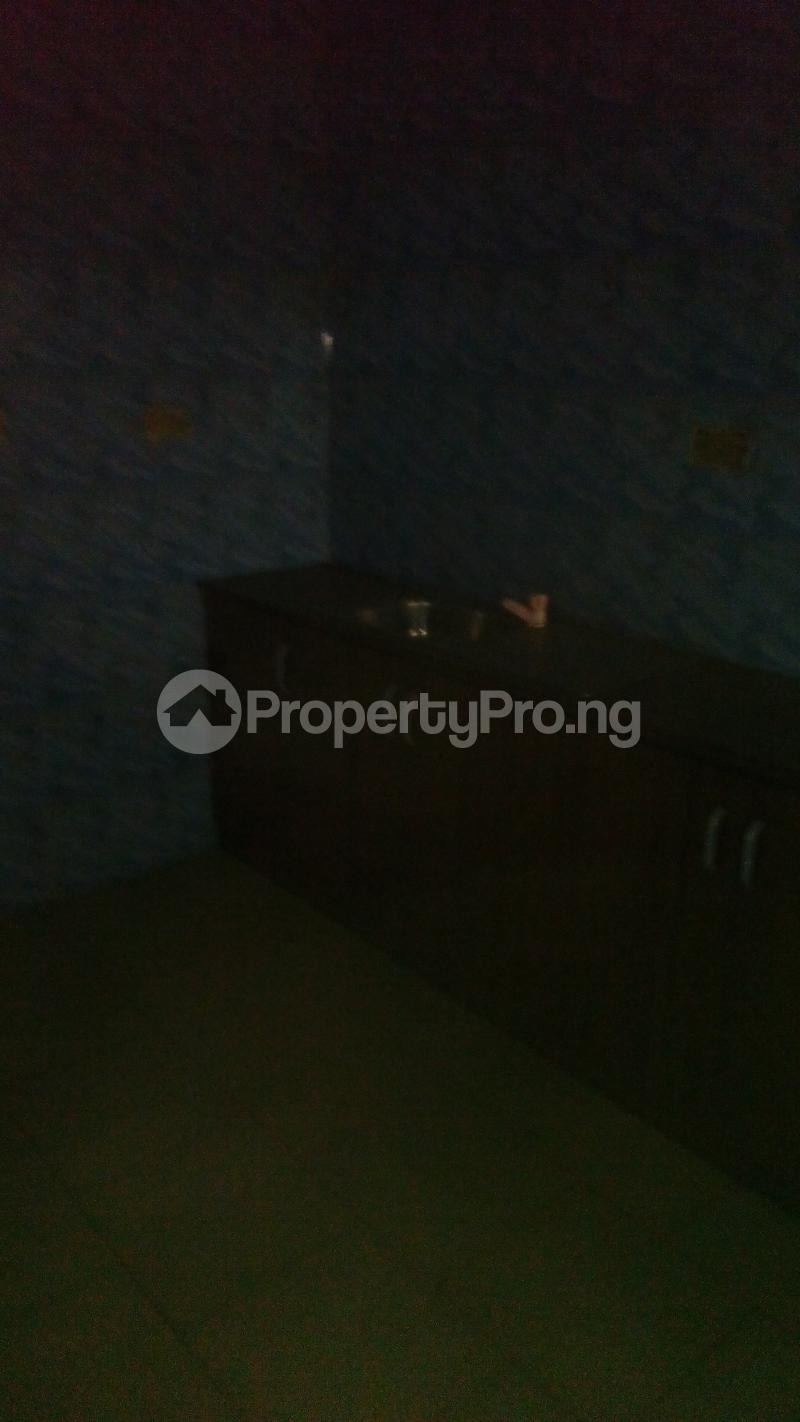2 bedroom Flat / Apartment for rent abolade street off omilani street Ijesha Surulere Lagos - 3
