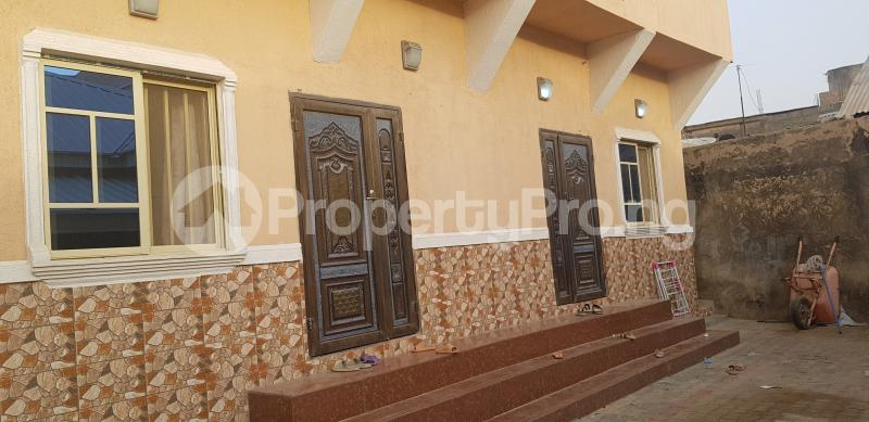 7 bedroom Semi Detached Bungalow House for sale Dorayi Babba Unguwar Wambai Qtrs, Opposite Rijiyar Zaki Qtrs, BUK New Site Road, Kano Gwale Kano - 4