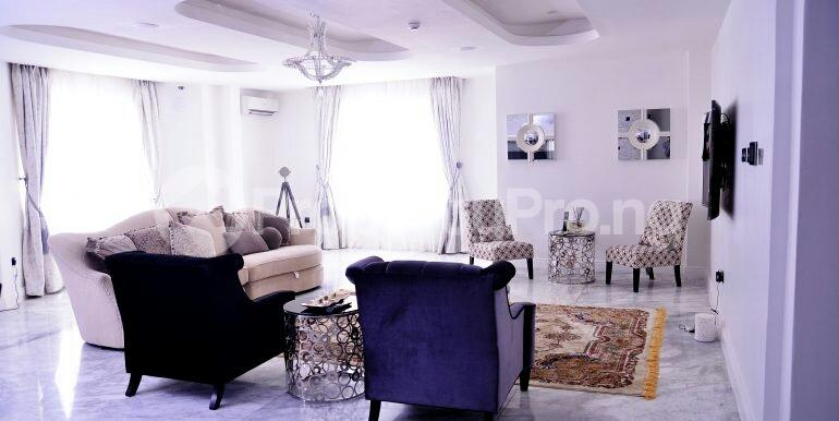 5 bedroom Detached Duplex House for sale chevron drive area chevron Lekki Lagos - 12