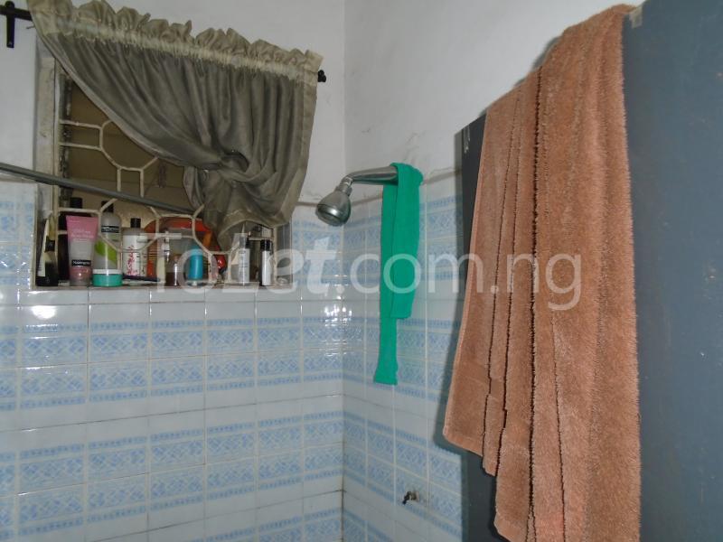 1 bedroom mini flat  Flat / Apartment for rent falolu,off akerele Itire Surulere Lagos - 5