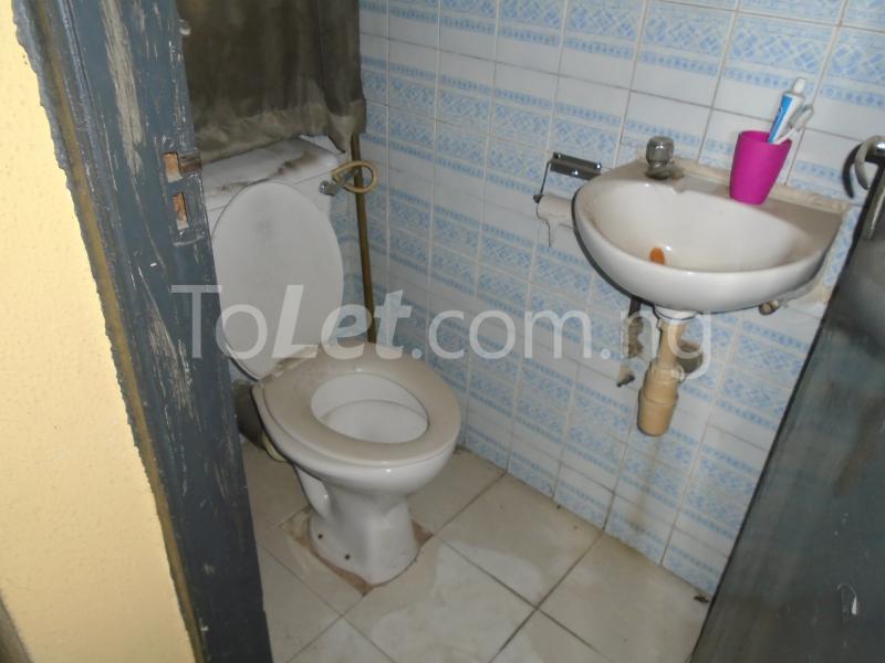 1 bedroom mini flat  Flat / Apartment for rent falolu,off akerele Itire Surulere Lagos - 8
