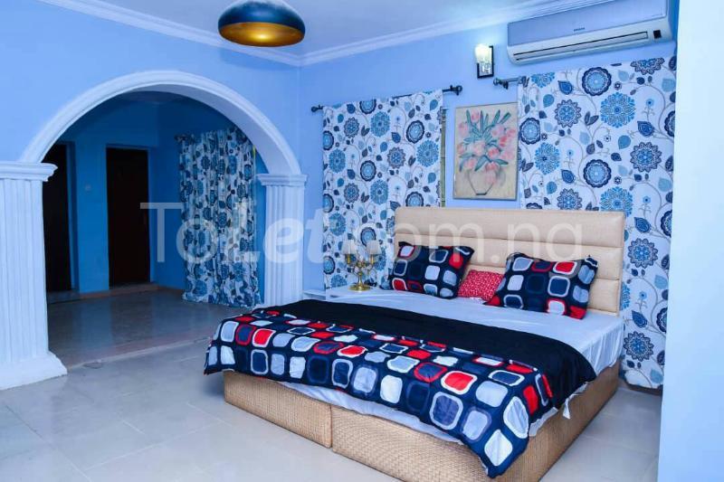 Flat / Apartment for shortlet off bodethomas street. Bode Thomas Surulere Lagos - 3