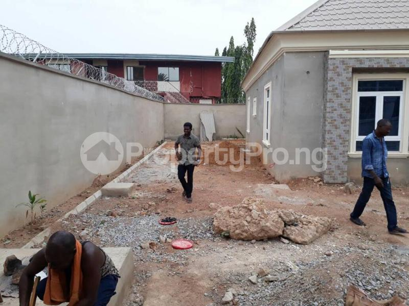 5 bedroom House for sale  alabameta area very close to main tiled road behinde katados filling-stations off osogbo Ikirun road, Olorunda L. G Osogbo osun state.  Olorunda Osun - 24