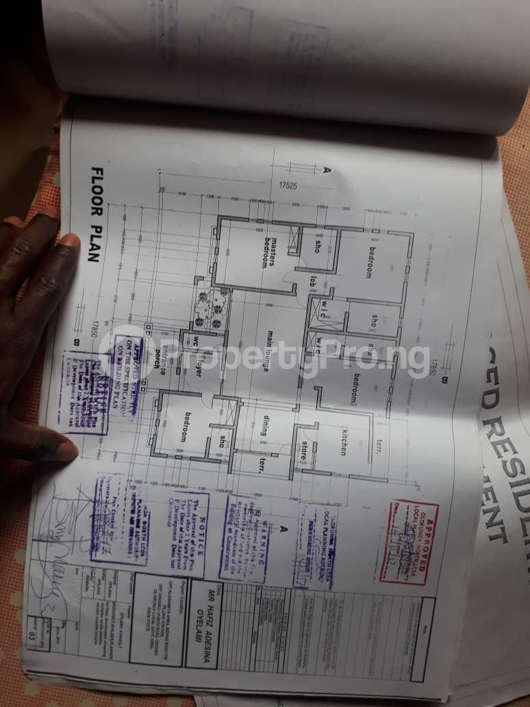 5 bedroom House for sale  alabameta area very close to main tiled road behinde katados filling-stations off osogbo Ikirun road, Olorunda L. G Osogbo osun state.  Olorunda Osun - 3