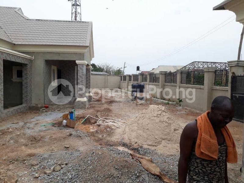 5 bedroom House for sale  alabameta area very close to main tiled road behinde katados filling-stations off osogbo Ikirun road, Olorunda L. G Osogbo osun state.  Olorunda Osun - 51
