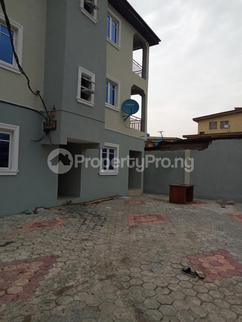 2 bedroom Flat / Apartment for rent Folagoro Fola Agoro Yaba Lagos - 2