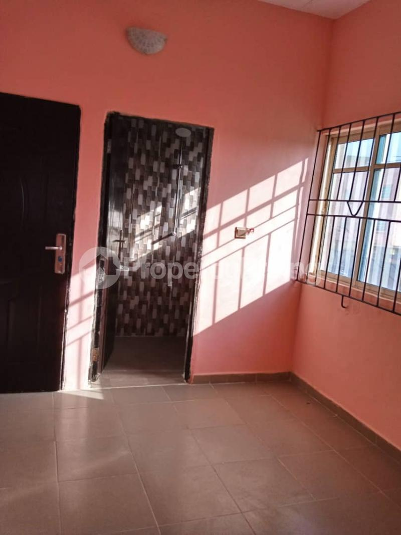 2 bedroom Blocks of Flats House for rent . Bariga Shomolu Lagos - 4