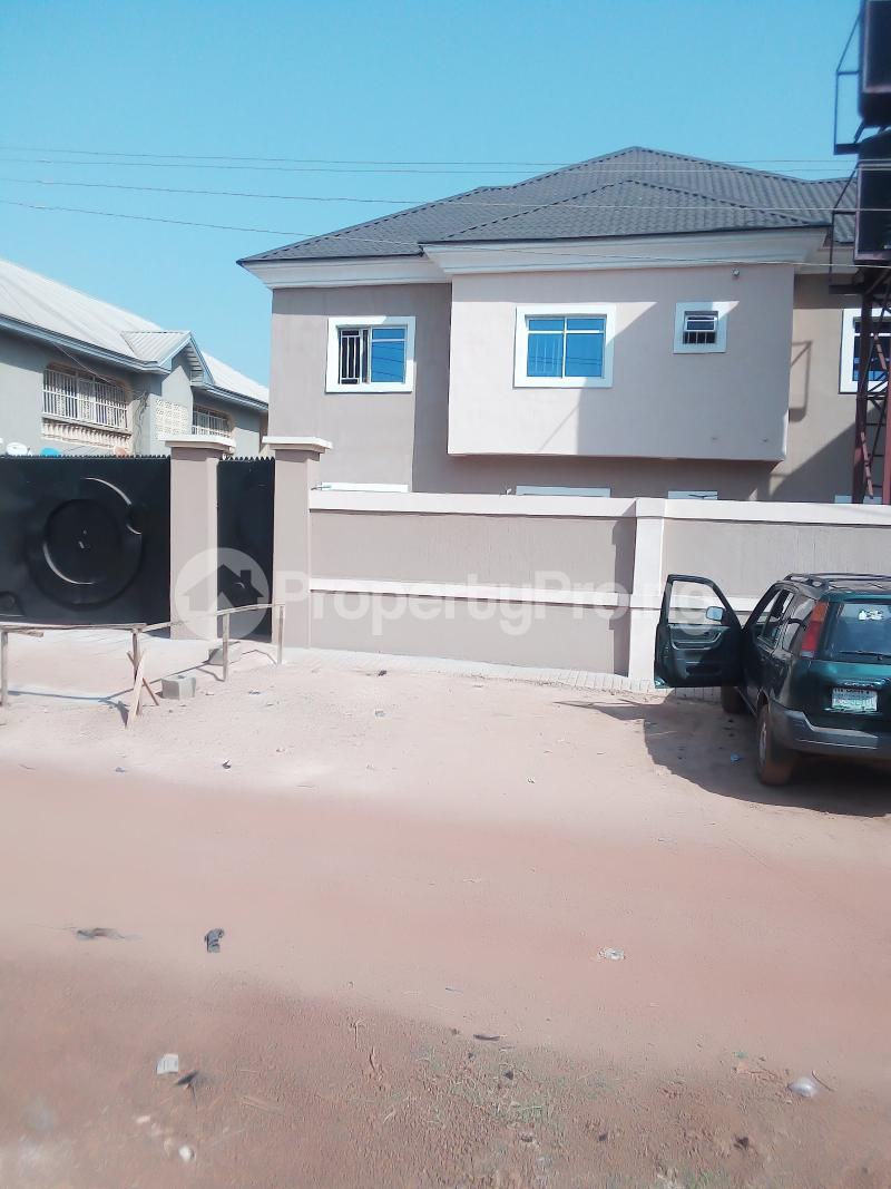 3 bedroom Blocks of Flats House for sale Off Bishop Shanahan Road Enugu Enugu - 0