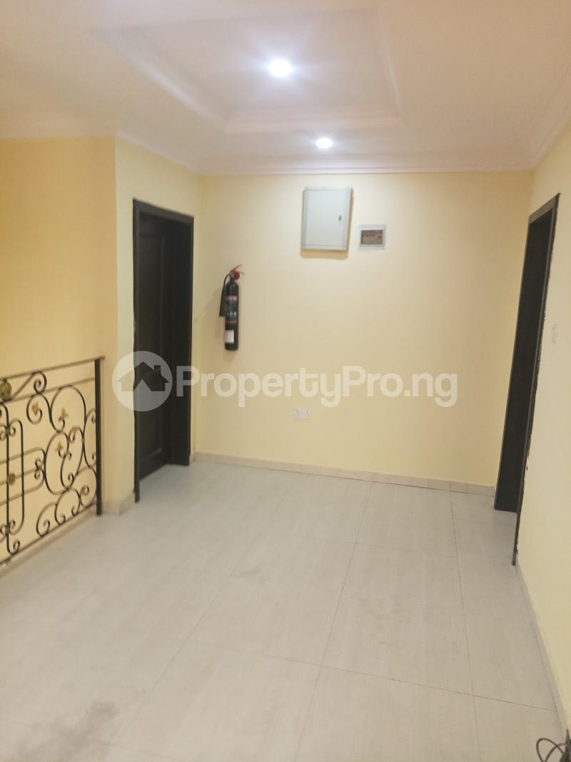 3 bedroom Penthouse Flat / Apartment for rent Adeyeye Millenuim/UPS Gbagada Lagos - 2
