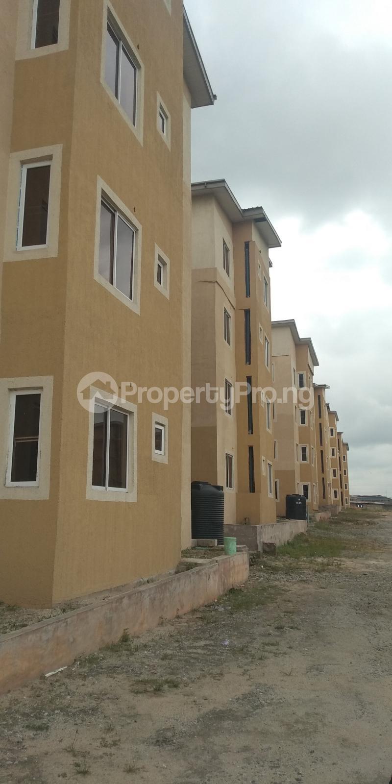 3 bedroom Flat / Apartment for sale Aje ologo road.mile 12 Alapere Kosofe/Ikosi Lagos - 10