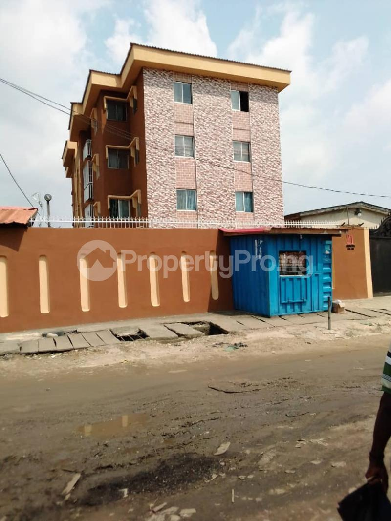 3 bedroom Flat / Apartment for rent off itire  Itire Surulere Lagos - 0