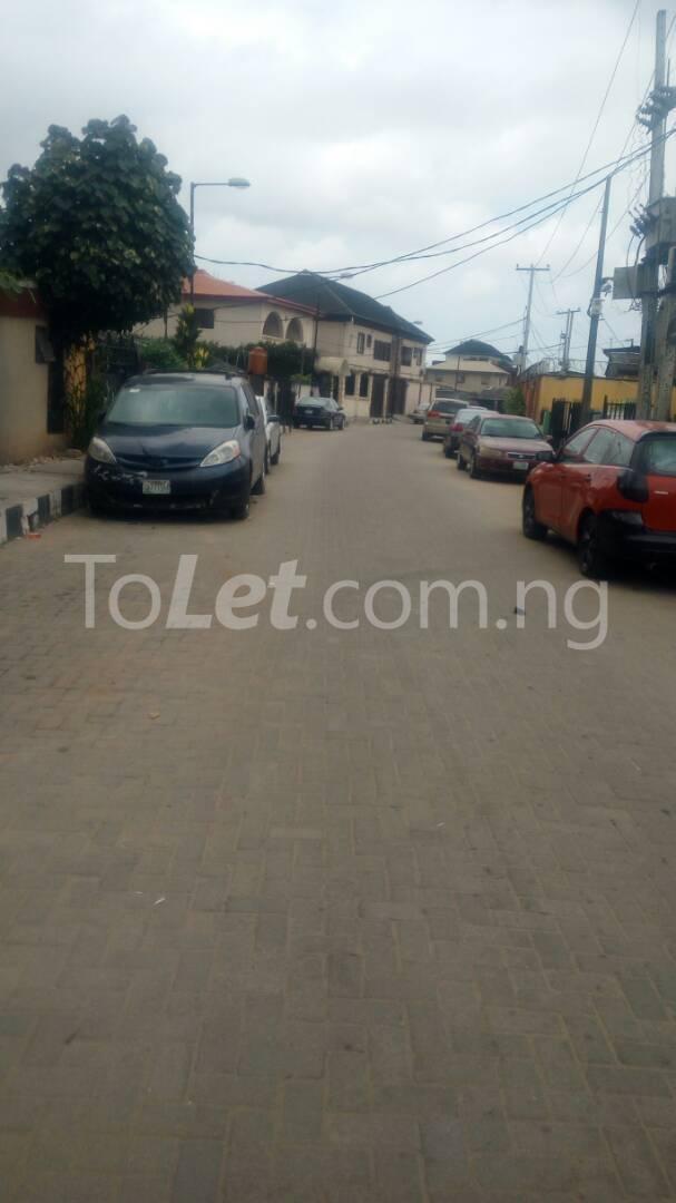 4 bedroom House for sale by olufemi Ogunlana Surulere Lagos - 15