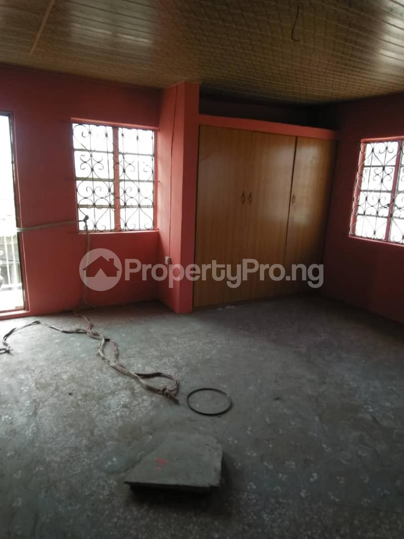 3 bedroom Blocks of Flats House for rent . Shomolu Lagos - 2