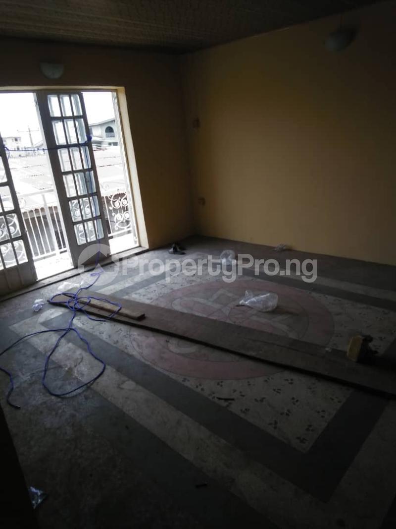 3 bedroom Blocks of Flats House for rent . Shomolu Lagos - 4