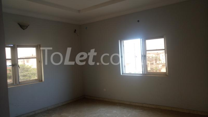 3 bedroom Flat / Apartment for sale By Hughes Avenue ( Close to Sweet Sensation)  Alagomeji Yaba Lagos - 8