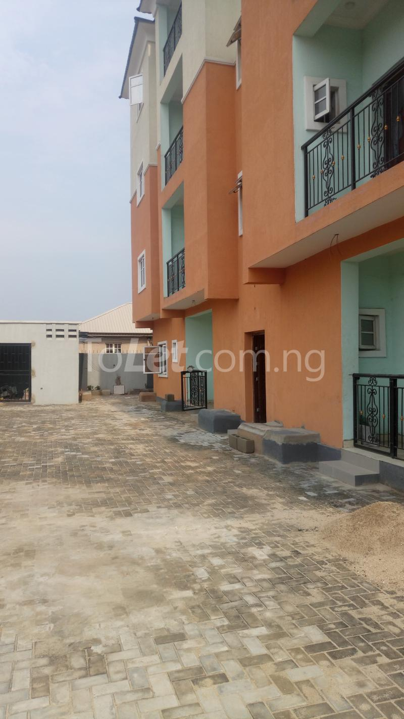 3 bedroom Flat / Apartment for sale By Hughes Avenue ( Close to Sweet Sensation)  Alagomeji Yaba Lagos - 2