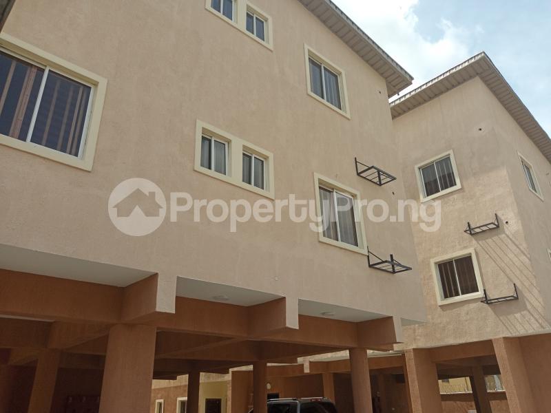 3 bedroom Blocks of Flats House for rent Adebiyi st, alagomeji, sabo Alagomeji Yaba Lagos - 0