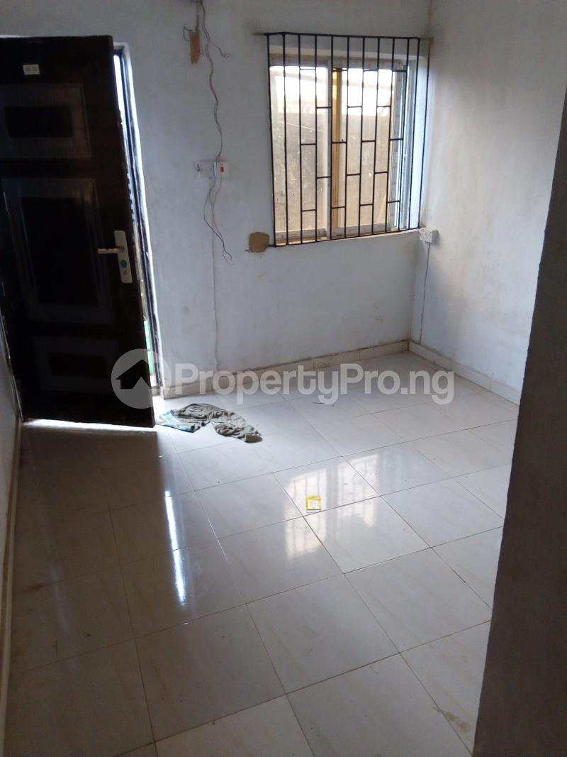 1 bedroom mini flat  Self Contain Flat / Apartment for rent Abdul street  Abule-Oja Yaba Lagos - 3