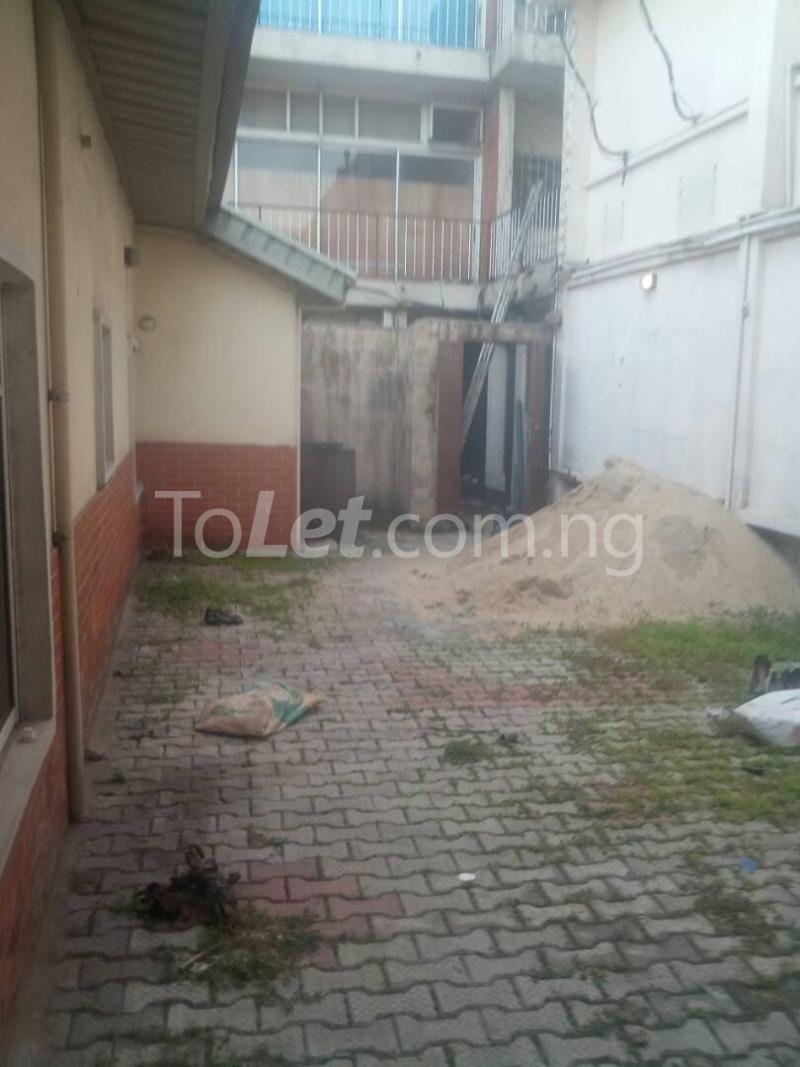 2 bedroom Detached Bungalow House for rent Ekololu street Itire Surulere Lagos - 1