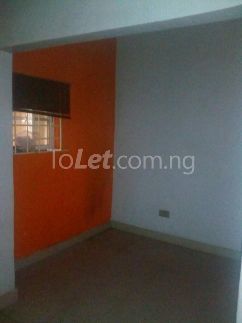 2 bedroom Detached Bungalow House for rent Ekololu street Itire Surulere Lagos - 5