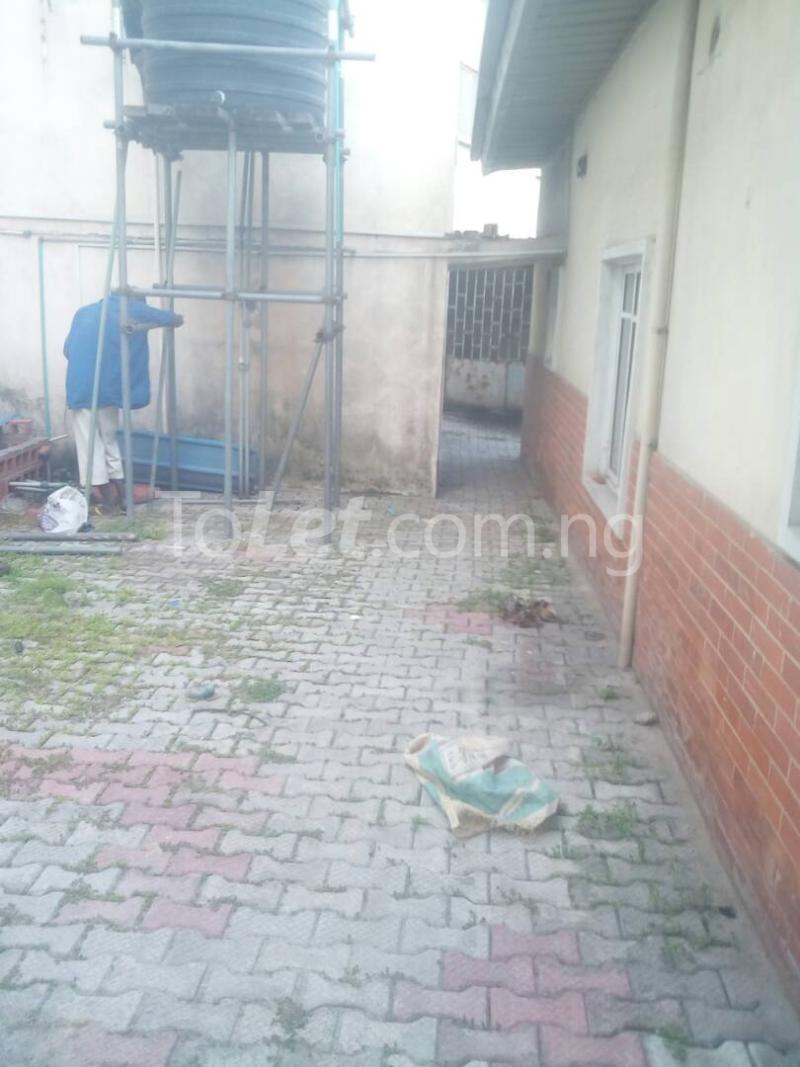 2 bedroom Detached Bungalow House for rent Ekololu street Itire Surulere Lagos - 0