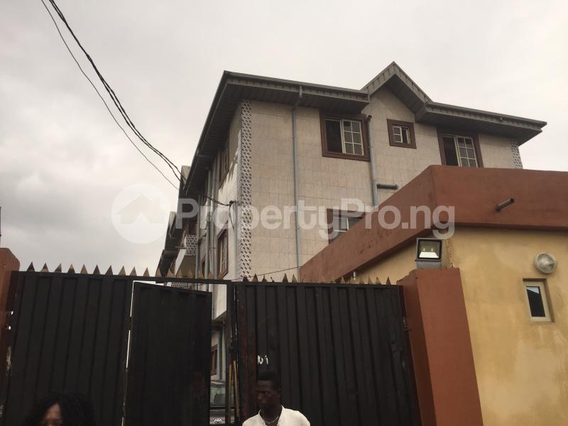 3 bedroom Flat / Apartment for rent Bailey  Abule-Ijesha Yaba Lagos - 0