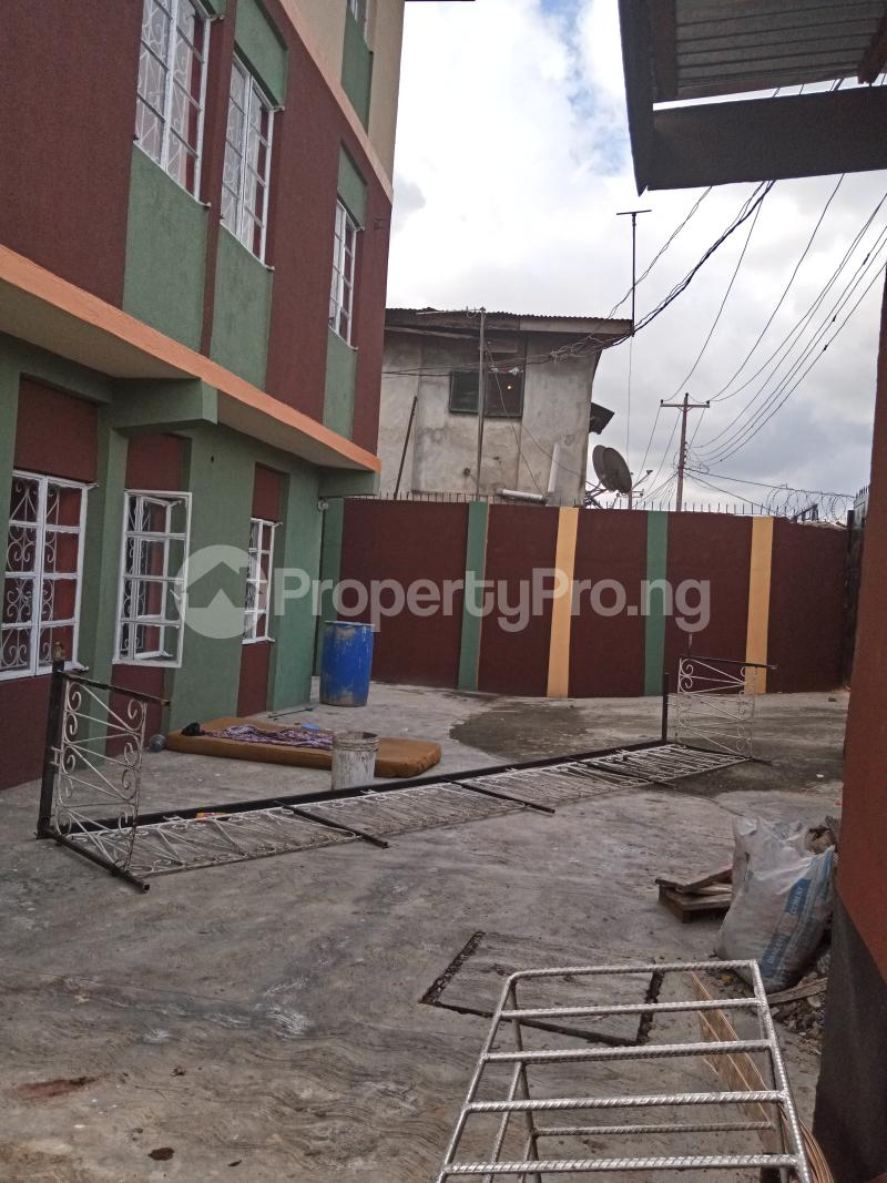 3 bedroom Flat / Apartment for rent Shomolu Shomolu Lagos - 9