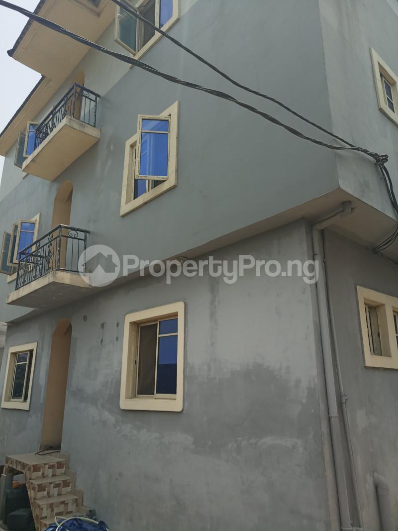 3 bedroom Flat / Apartment for rent Dogo majekodunmi street Soluyi Gbagada Lagos - 0
