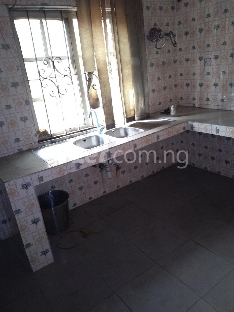3 bedroom House for rent Akinola Street Fadeyi Shomolu Lagos - 4