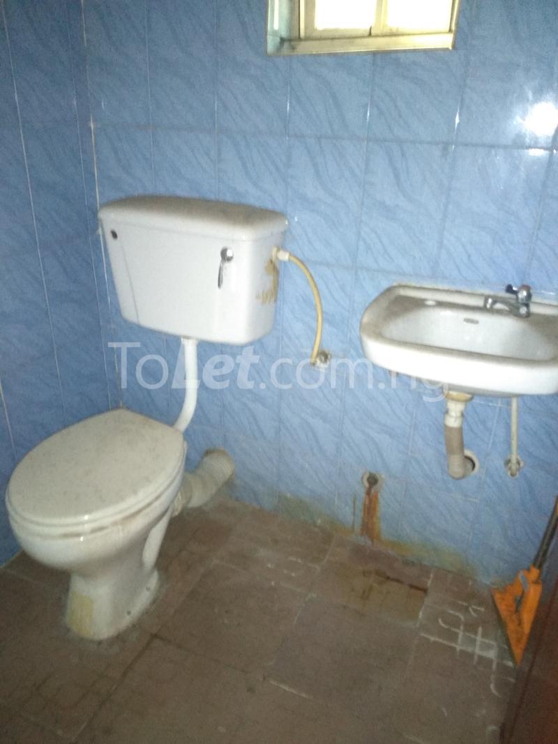 3 bedroom House for rent Akinola Street Fadeyi Shomolu Lagos - 3