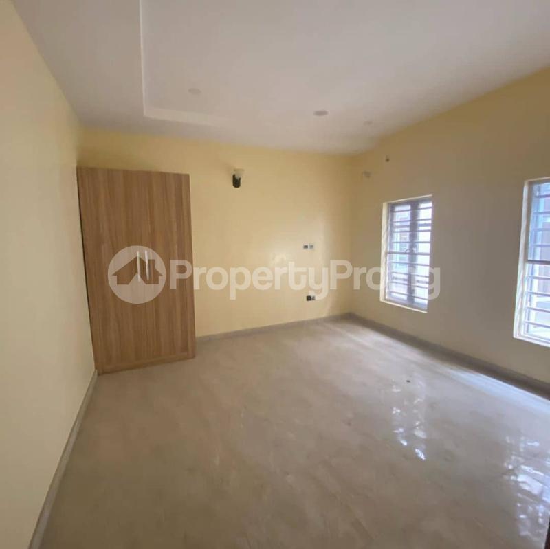 4 bedroom Semi Detached Duplex House for sale Ologolo Lekki Lagos - 5