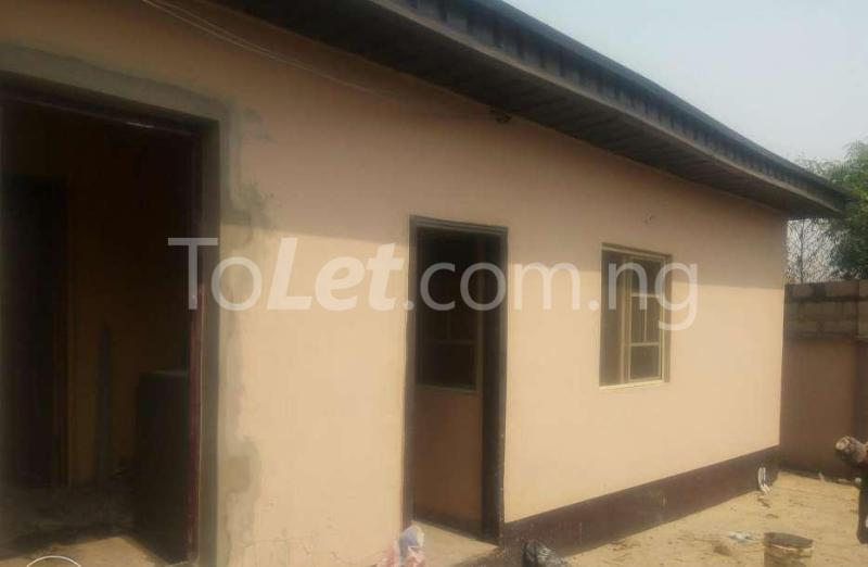 1 bedroom mini flat  Self Contain Flat / Apartment for rent Alao Farm Area, Tanke Ilorin Kwara - 2