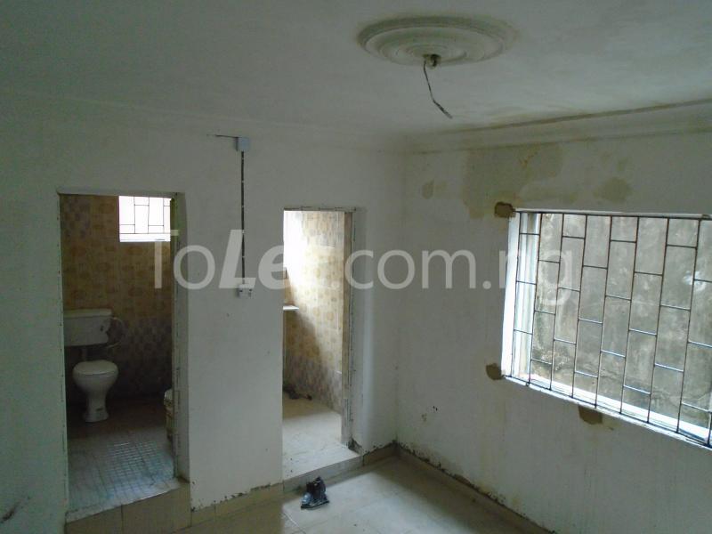 1 bedroom mini flat  Self Contain Flat / Apartment for rent - Lawanson Surulere Lagos - 3