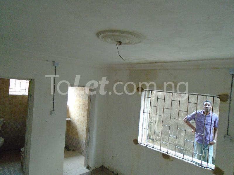 1 bedroom mini flat  Self Contain Flat / Apartment for rent - Lawanson Surulere Lagos - 2