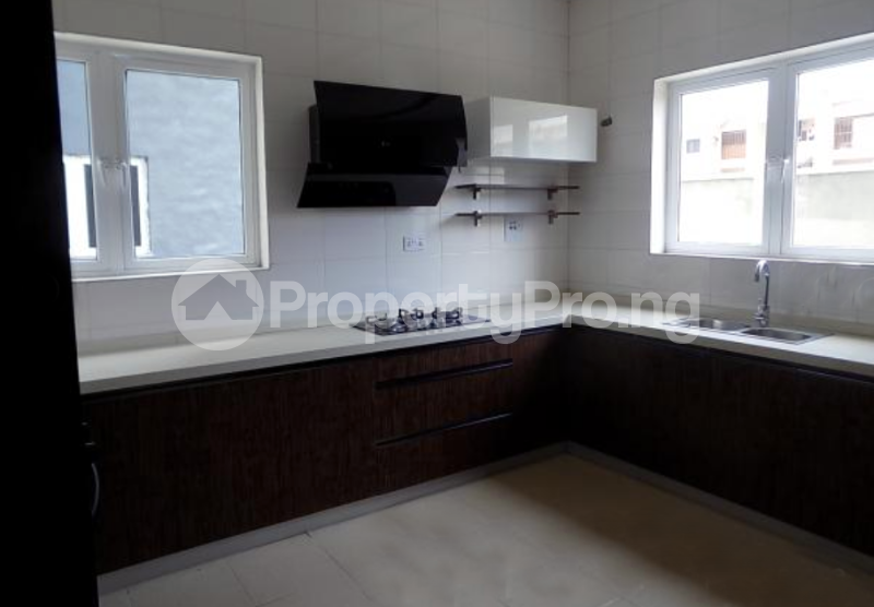 4 bedroom Semi Detached Duplex House for sale In an Estate Near ShopRite Osapa london Lekki Lagos - 7