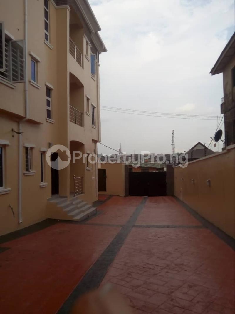 2 bedroom Flat / Apartment for rent Off magodo GRA phase 2 Magodo GRA Phase 2 Kosofe/Ikosi Lagos - 9